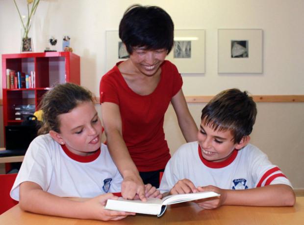 (Español) Comienzan las clases de chino en el Colegio Europeo Daos
