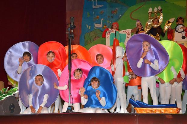 """(Español) Teatro de Fin de Curso """" La Bella y la bestia""""."""