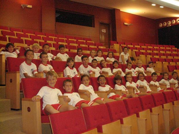 Visita al teatro  Insular de Arrecife; obra «Un burro volando».