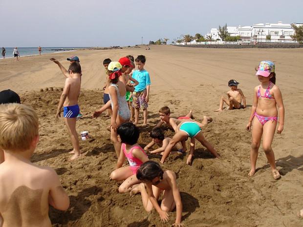 (Español) 2º de Primaria. Día de convivencia en la playa.